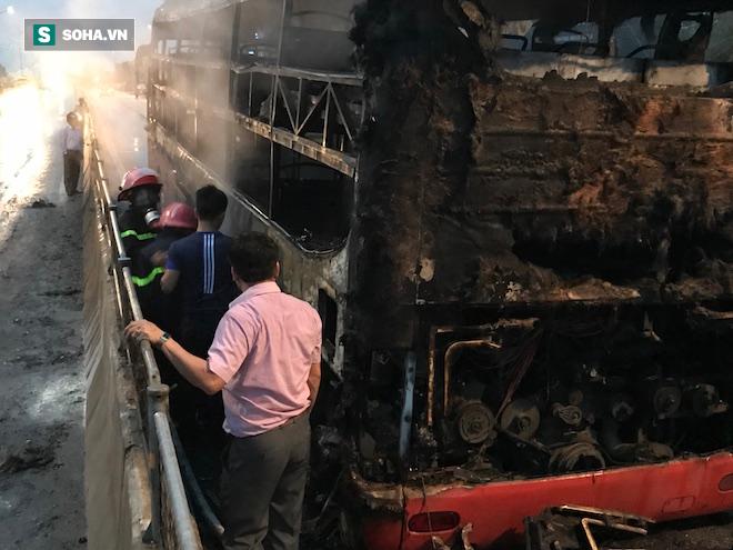 Xe giường nằm cháy như đuốc trên quốc lộ 1A - Ảnh 11.