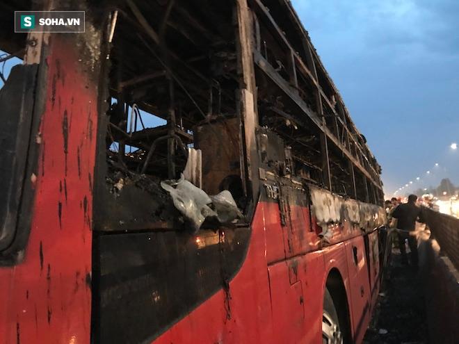 Xe giường nằm cháy như đuốc trên quốc lộ 1A - Ảnh 9.