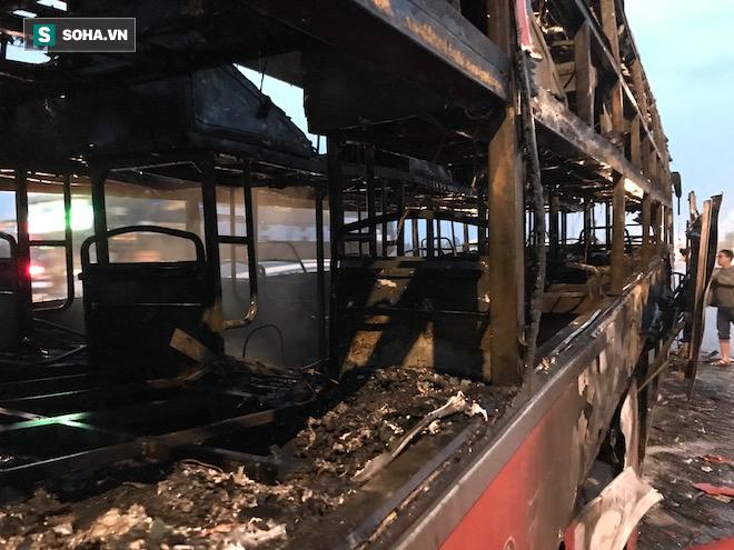 Xe giường nằm cháy như đuốc trên quốc lộ 1A - Ảnh 8.