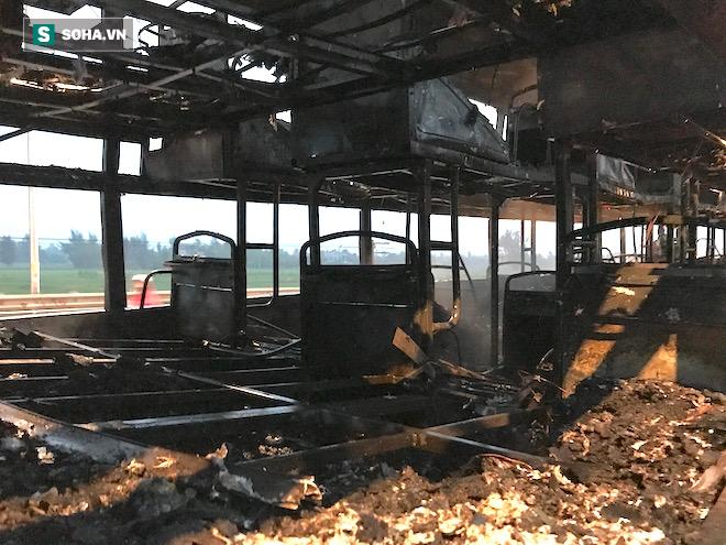 Xe giường nằm cháy như đuốc trên quốc lộ 1A - Ảnh 7.