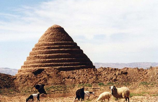 Từ hơn 2400 năm trước, người Ba Tư đã tự chế được tủ lạnh không chạy bằng điện - Ảnh 2.