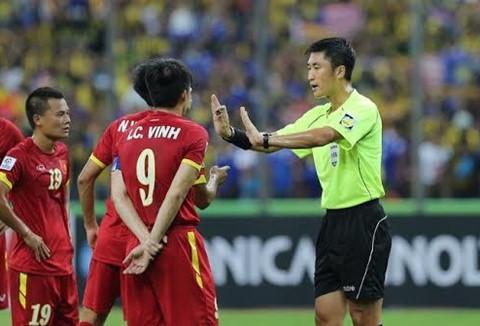 Trọng tài Trung Quốc nhiều tranh cãi bắt trận chung kết U23 Việt Nam - U23 Uzbekistan - Ảnh 1.