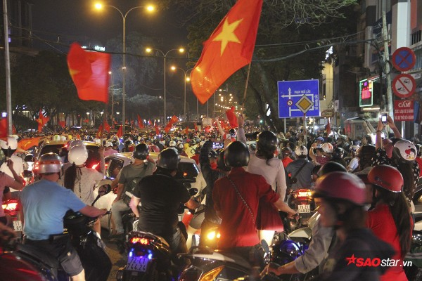 Nếu chiều nay U23 Việt Nam vô địch, người dân 3 miền sẽ làm gì để ăn mừng? - Ảnh 1.