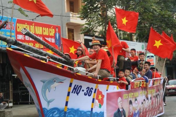 Đoàn người đổ về nhà thủ môn Tiến Dũng để xem trận chung kết U23 Châu Á chiều nay - Ảnh 3.
