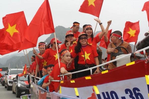 Đoàn người đổ về nhà thủ môn Tiến Dũng để xem trận chung kết U23 Châu Á chiều nay - Ảnh 4.