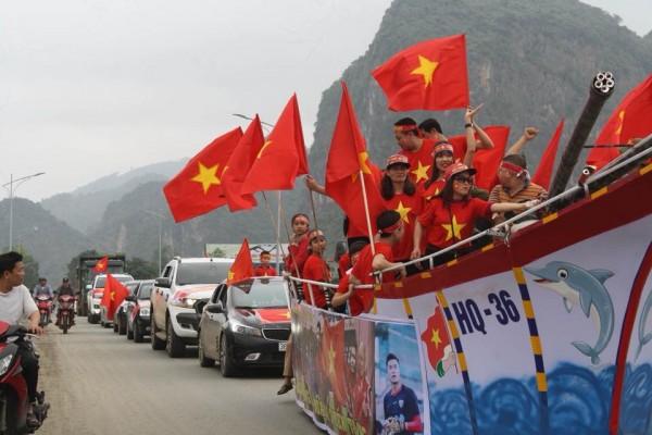 Đoàn người đổ về nhà thủ môn Tiến Dũng để xem trận chung kết U23 Châu Á chiều nay - Ảnh 5.