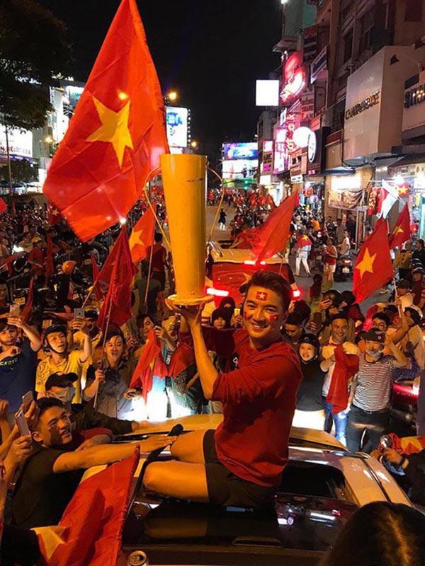 Sao Việt người bỏ show, người hào hứng sang Trung Quốc ủng hộ U23 Việt Nam - Ảnh 5.