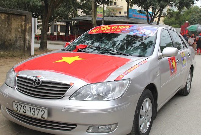Muôn kiểu trang điểm xe hơi và người trước trận đấu lịch sử của U23 Việt Nam - Ảnh 14.