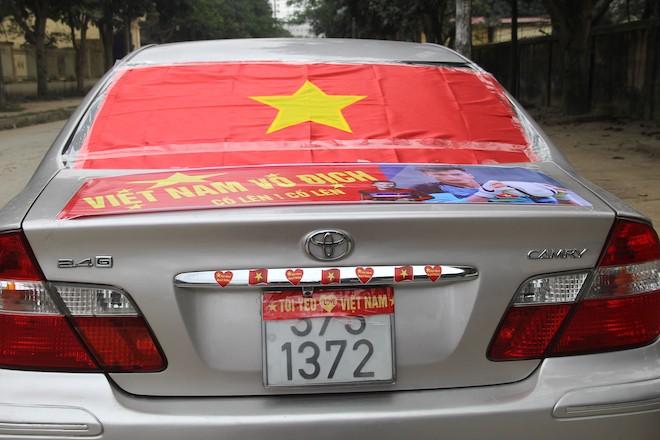 Muôn kiểu trang điểm xe hơi và người trước trận đấu lịch sử của U23 Việt Nam - Ảnh 13.
