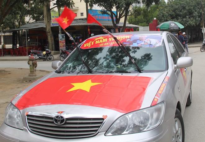 Muôn kiểu trang điểm xe hơi và người trước trận đấu lịch sử của U23 Việt Nam - Ảnh 12.