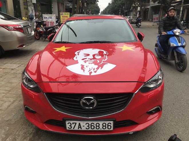 Muôn kiểu trang điểm xe hơi và người trước trận đấu lịch sử của U23 Việt Nam - Ảnh 7.