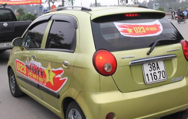 Muôn kiểu trang điểm xe hơi và người trước trận đấu lịch sử của U23 Việt Nam - Ảnh 5.