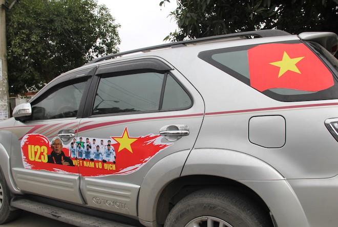 Muôn kiểu trang điểm xe hơi và người trước trận đấu lịch sử của U23 Việt Nam - Ảnh 4.