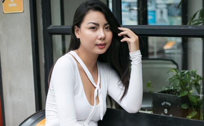 Người mẫu diễn bikini trên máy bay đón cầu thủ U23 Việt Nam nổi tiếng cỡ nào? - Ảnh 8.