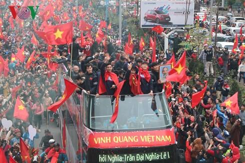 Bầu Đức, bầu Hiển… ở đâu trên chiếc xe diễu hành của U23 Việt Nam? - Ảnh 6.