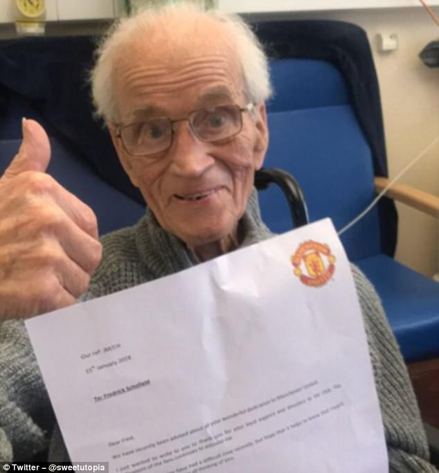 Bức thư cảm động của Jose Mourinho dành cho fan Man Utd 94 tuổi, vừa trải qua cơn đột quỵ - Ảnh 1.