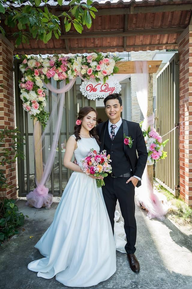 Cặp đôi Sài Gòn khoe kỷ niệm từ hồi trẻ trâu đến ngày cưới và bộ ảnh vừa bay vừa hôn độc nhất vô nhị  - Ảnh 3.