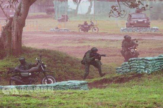 Đài Loan tập trận chống chiếm đảo, Bắc Kinh nói không đòi độc lập thì không cần phải sợ - Ảnh 1.