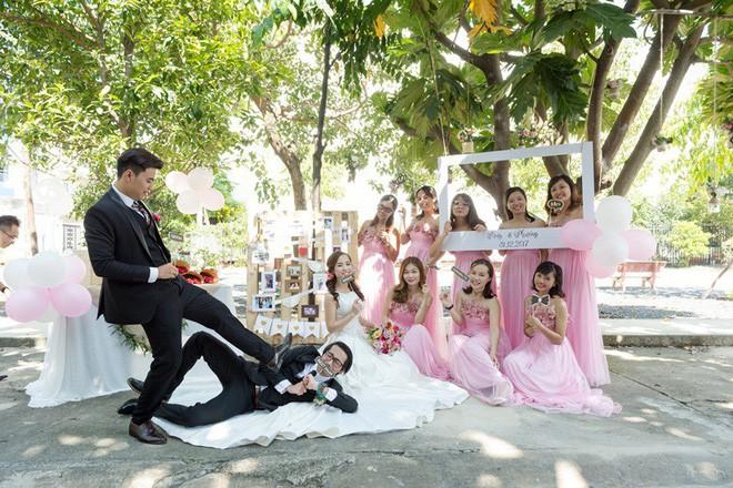 Cặp đôi Sài Gòn khoe kỷ niệm từ hồi trẻ trâu đến ngày cưới và bộ ảnh vừa bay vừa hôn độc nhất vô nhị  - Ảnh 21.