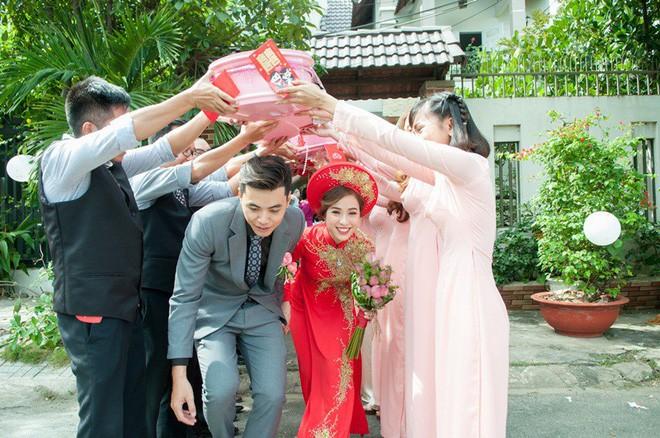 Cặp đôi Sài Gòn khoe kỷ niệm từ hồi trẻ trâu đến ngày cưới và bộ ảnh vừa bay vừa hôn độc nhất vô nhị  - Ảnh 22.