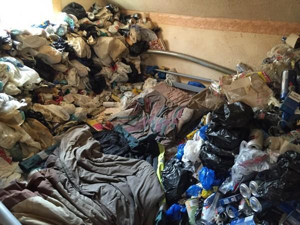 Cho thuê nhà 12 năm, chủ nhà khóc thét khi thấy căn phòng tan hoang như bãi rác - Ảnh 7.