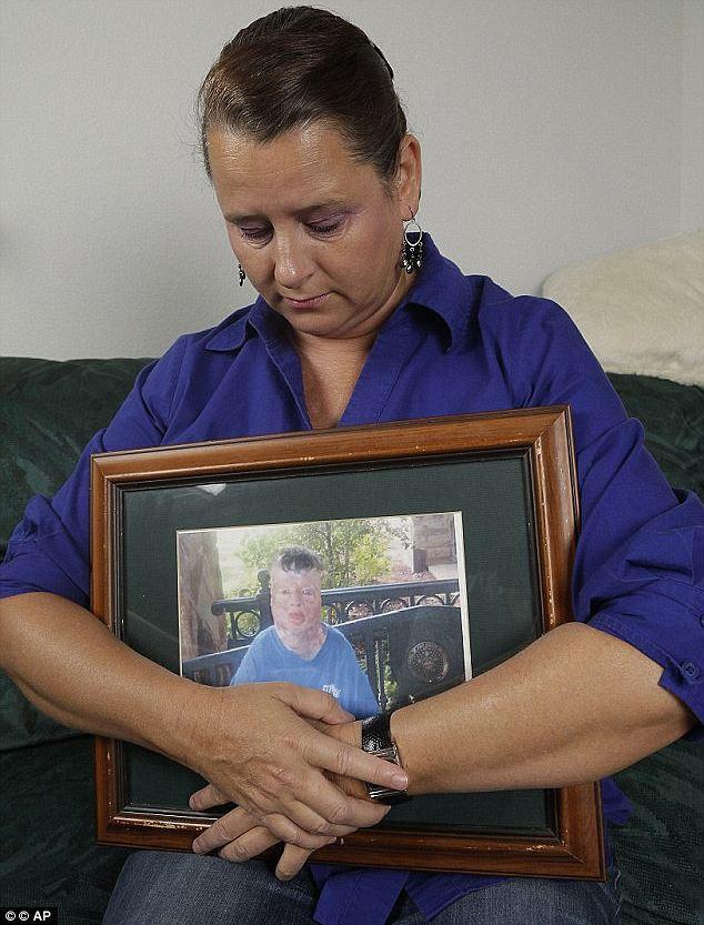 Cậu bé 8 tuổi bị lửa thiêu bỏng đến 99% cơ thể, 13 năm sau khi trút hơi thở cuối cùng, em đã kịp bắt tên hung thủ ra chịu tội - Ảnh 6.
