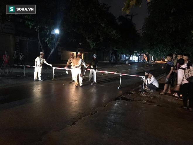 Cảnh sát dùng súng bắn tỉa vây bắt đối tượng cầm lựu đạn cố thủ trong nhà ở Nghệ An - Ảnh 7.