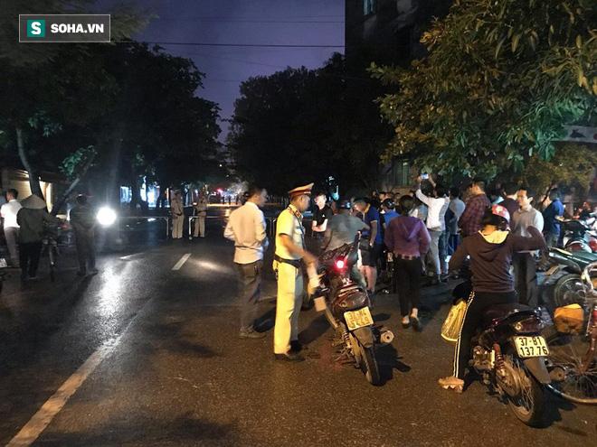 Cảnh sát dùng súng bắn tỉa vây bắt đối tượng cầm lựu đạn cố thủ trong nhà ở Nghệ An - Ảnh 8.