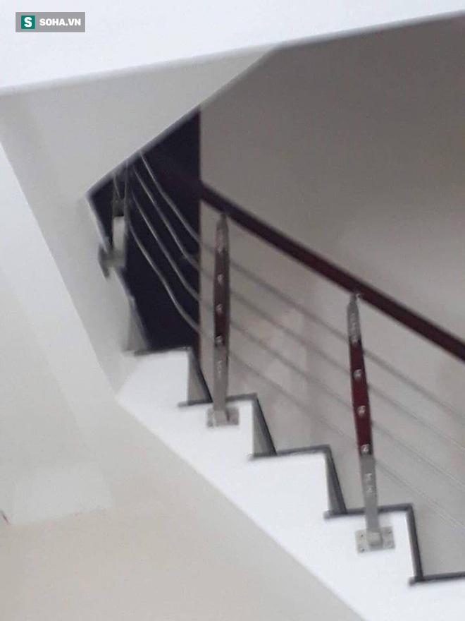 Cảnh sát dùng súng bắn tỉa vây bắt đối tượng cầm lựu đạn cố thủ trong nhà ở Nghệ An - Ảnh 9.