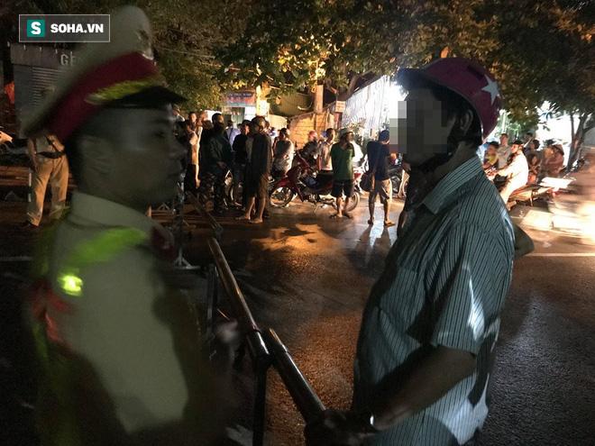 Cảnh sát dùng súng bắn tỉa vây bắt đối tượng cầm lựu đạn cố thủ trong nhà ở Nghệ An - Ảnh 5.