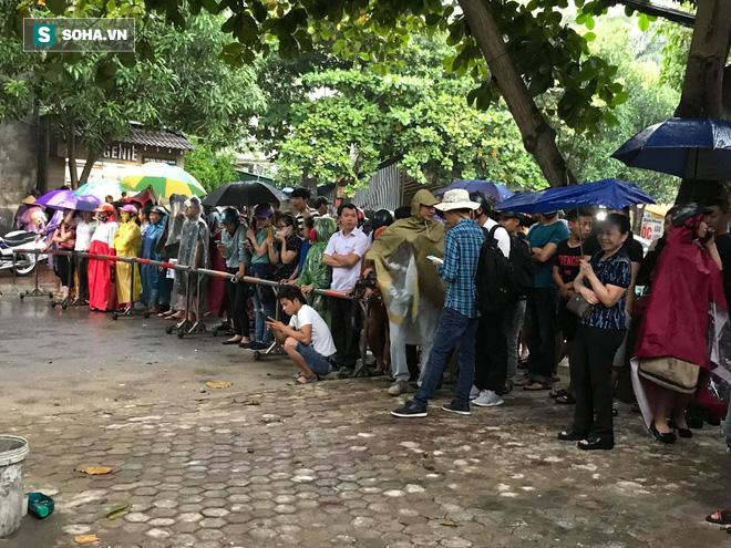 Cảnh sát dùng súng bắn tỉa vây bắt đối tượng cầm lựu đạn cố thủ trong nhà ở Nghệ An - Ảnh 24.