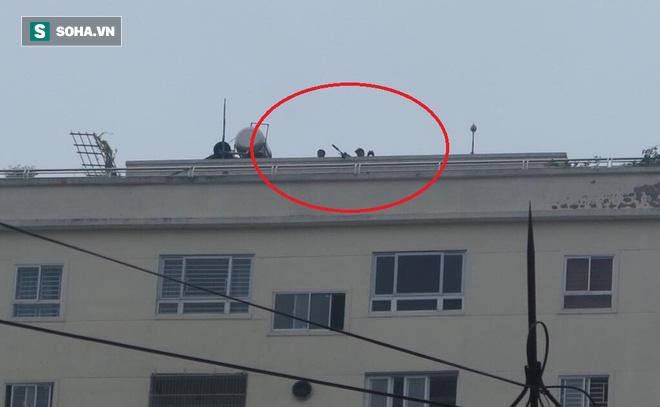 Cảnh sát dùng súng bắn tỉa vây bắt đối tượng cầm lựu đạn cố thủ trong nhà ở Nghệ An - Ảnh 23.