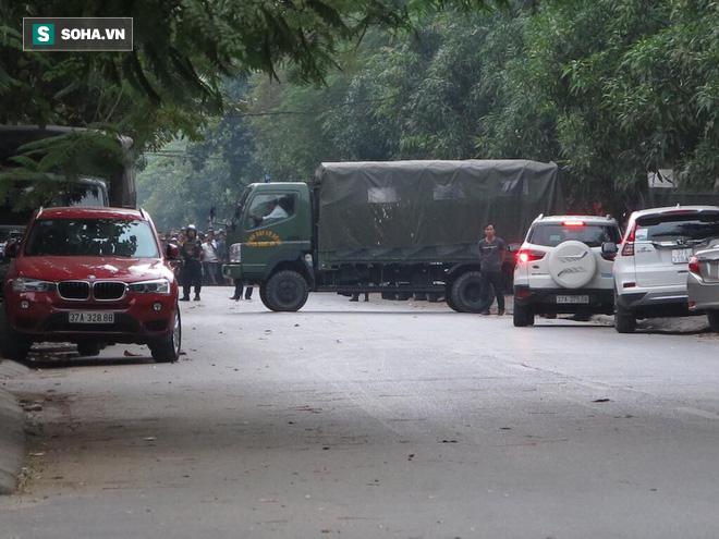 Cảnh sát dùng súng bắn tỉa vây bắt đối tượng cầm lựu đạn cố thủ trong nhà ở Nghệ An - Ảnh 21.