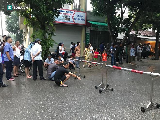 Cảnh sát dùng súng bắn tỉa vây bắt đối tượng cầm lựu đạn cố thủ trong nhà ở Nghệ An - Ảnh 10.