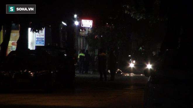Cảnh sát dùng súng bắn tỉa vây bắt đối tượng cầm lựu đạn cố thủ trong nhà ở Nghệ An - Ảnh 3.