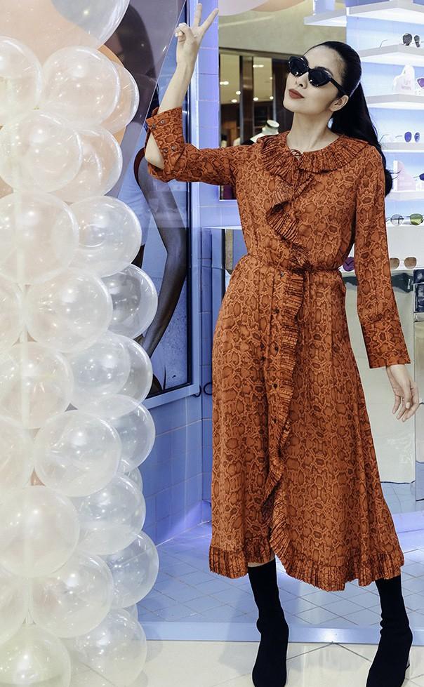 Tăng Thanh Hà mặc giản dị vẫn đẹp nổi bật, đọ sắc cùng hội bạn thân - Ảnh 2.