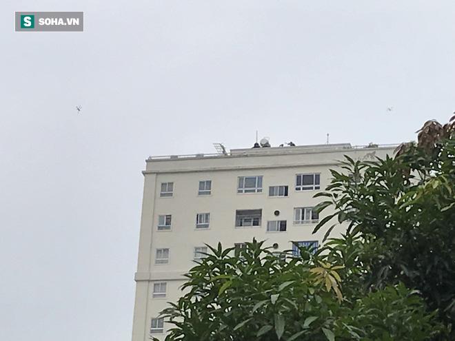 Cảnh sát dùng súng bắn tỉa vây bắt đối tượng cầm lựu đạn cố thủ trong nhà ở Nghệ An - Ảnh 33.