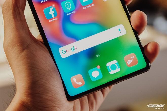 Đây là Bphone 3 với màn hình tràn đáy: Chiếc smartphone không cằm nhưng có trán thật là cao - Ảnh 3.