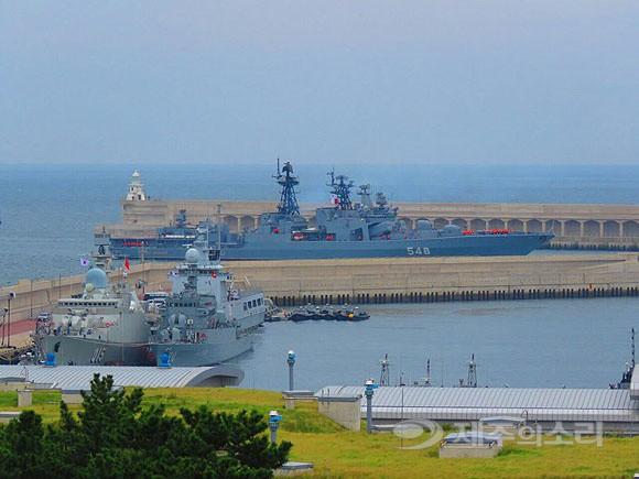 Tư lệnh HQVN và Tổng thống Hàn Quốc tại Lễ duyệt binh tàu chiến quốc tế: VN có tàu mới - Ảnh 7.