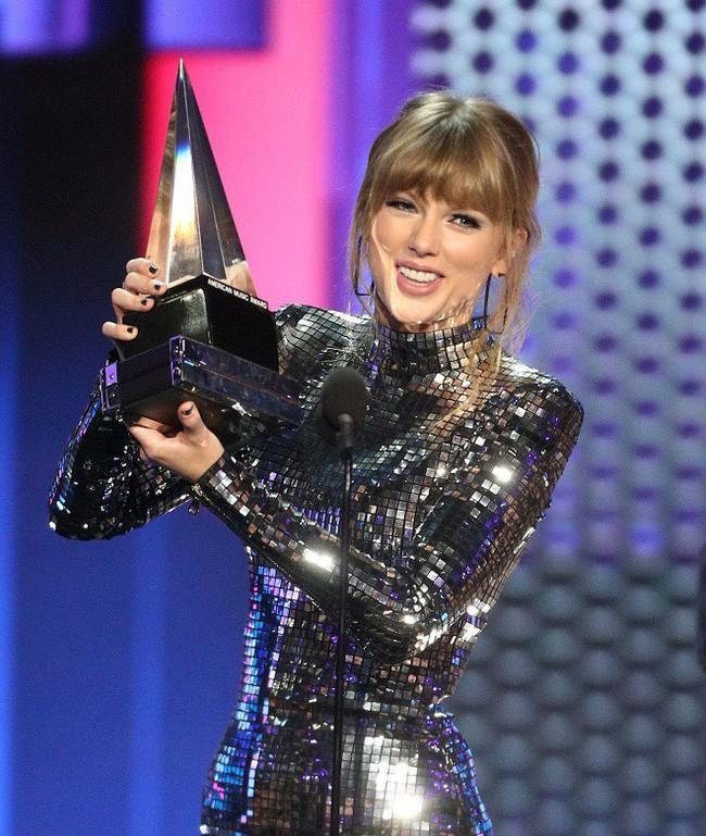 Tùng Dương gây sốc khi phát ngôn chỉ trích Taylor Swift khiến cộng đồng fan Việt sôi sục - Ảnh 4.