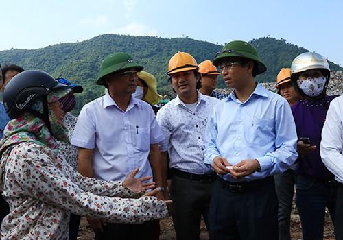 Người dân Khánh Sơn mời lãnh đạo Đà Nẵng trải nghiệm 1 ngày sống bên bãi rác - Ảnh 1.