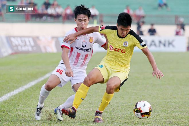 Lạnh lùng tung đòn kết liễu, tân binh của thầy Park giúp Nam Định ở lại với V.League - Ảnh 2.