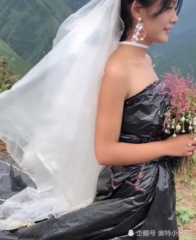 Không có tiền thuê váy cưới, cô dâu mặc túi rác đen trong ngày trọng đại - Ảnh 1.