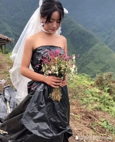 Không có tiền thuê váy cưới, cô dâu mặc túi rác đen trong ngày trọng đại - Ảnh 2.