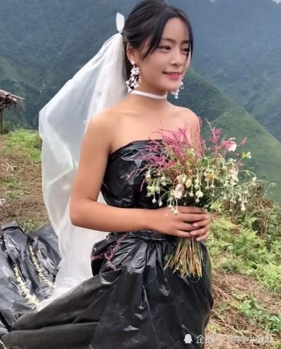 Không có tiền thuê váy cưới, cô dâu mặc túi rác đen trong ngày trọng đại - Ảnh 3.