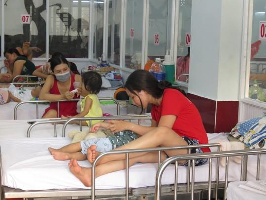 Làm gì để chống lây nhiễm chéo sởi, tay chân miệng, sốt xuất huyết trong cơ sở y tế? - Ảnh 2.