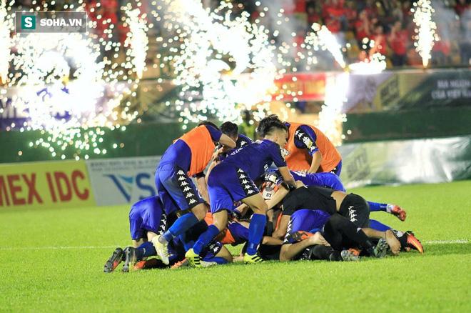 Giữa tưng bừng AFF Cup 2018, V.League bất ngờ được nhận giải thưởng danh giá - Ảnh 1.