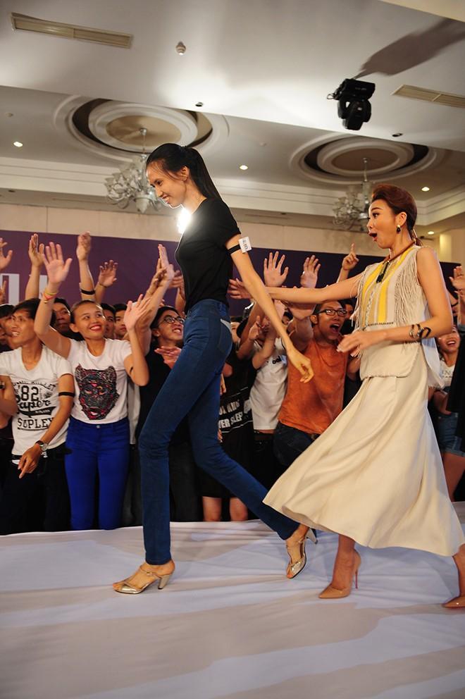 Cuộc sống của nữ người mẫu dìm hàng tất cả sao Việt khi chụp ảnh chung - Ảnh 1.