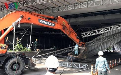 Xác định nguyên nhân sự cố sập mái che hầm sông Sài Gòn - Ảnh 1.