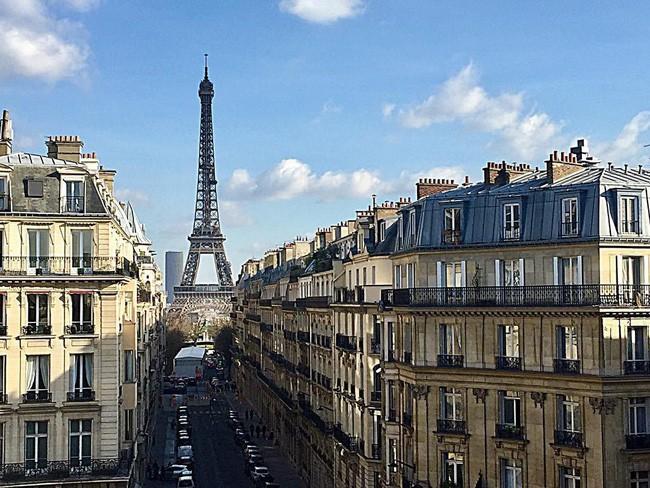 Căn phòng nơi Ngọc Trinh chụp ảnh ngưng đọng thời gian: Góc view đẹp nhất nhì Paris, phải đặt trước cả tháng - Ảnh 2.